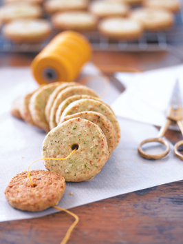 parmesan-and-black-pepper-crackers